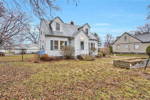 Photo of 471 Roselawn Avenue E, Maplewood, MN 55117 (MLS # 5710247)