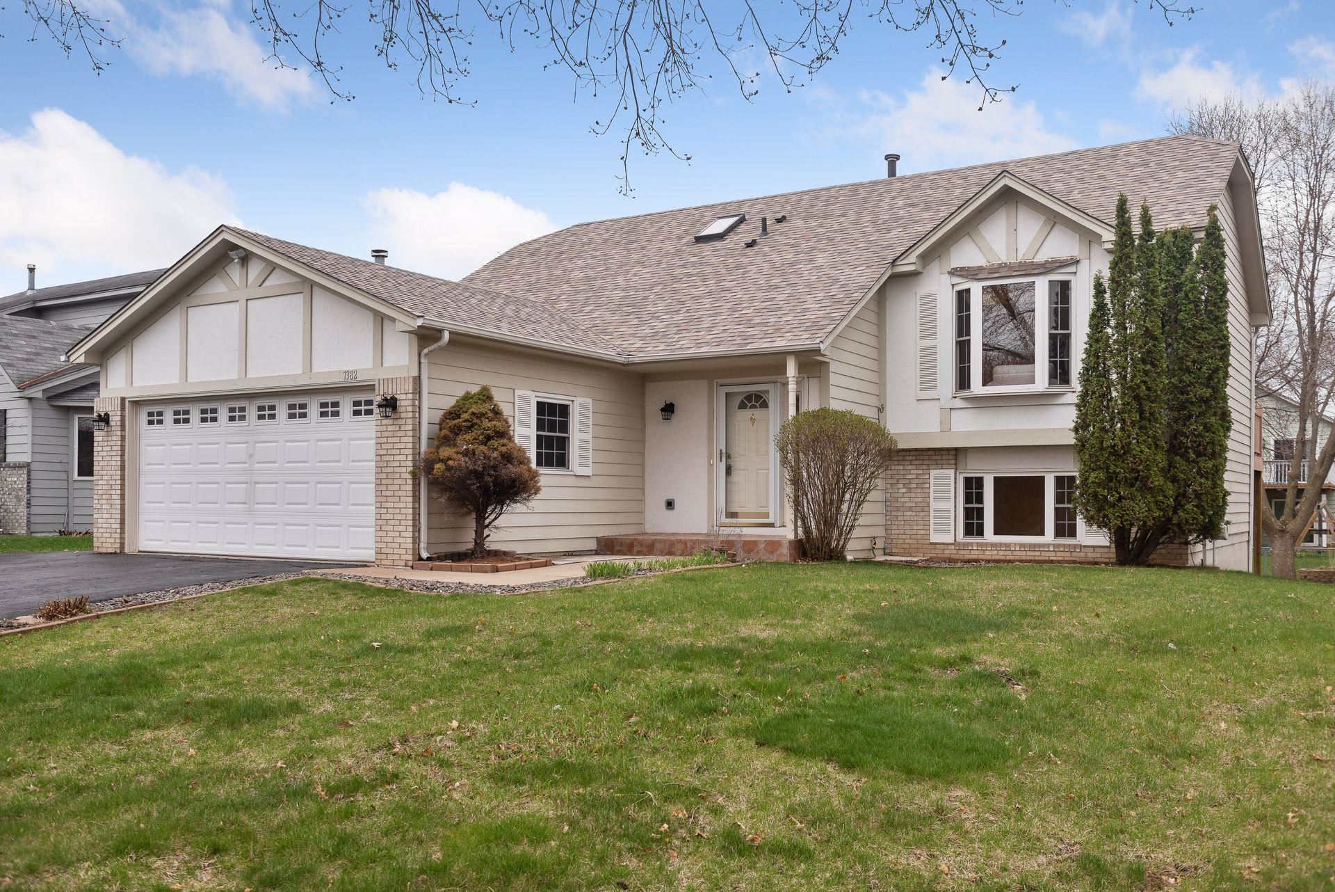 Photo of 7382 Upper 157th Street W, Apple Valley, MN 55124 (MLS # 5719369)