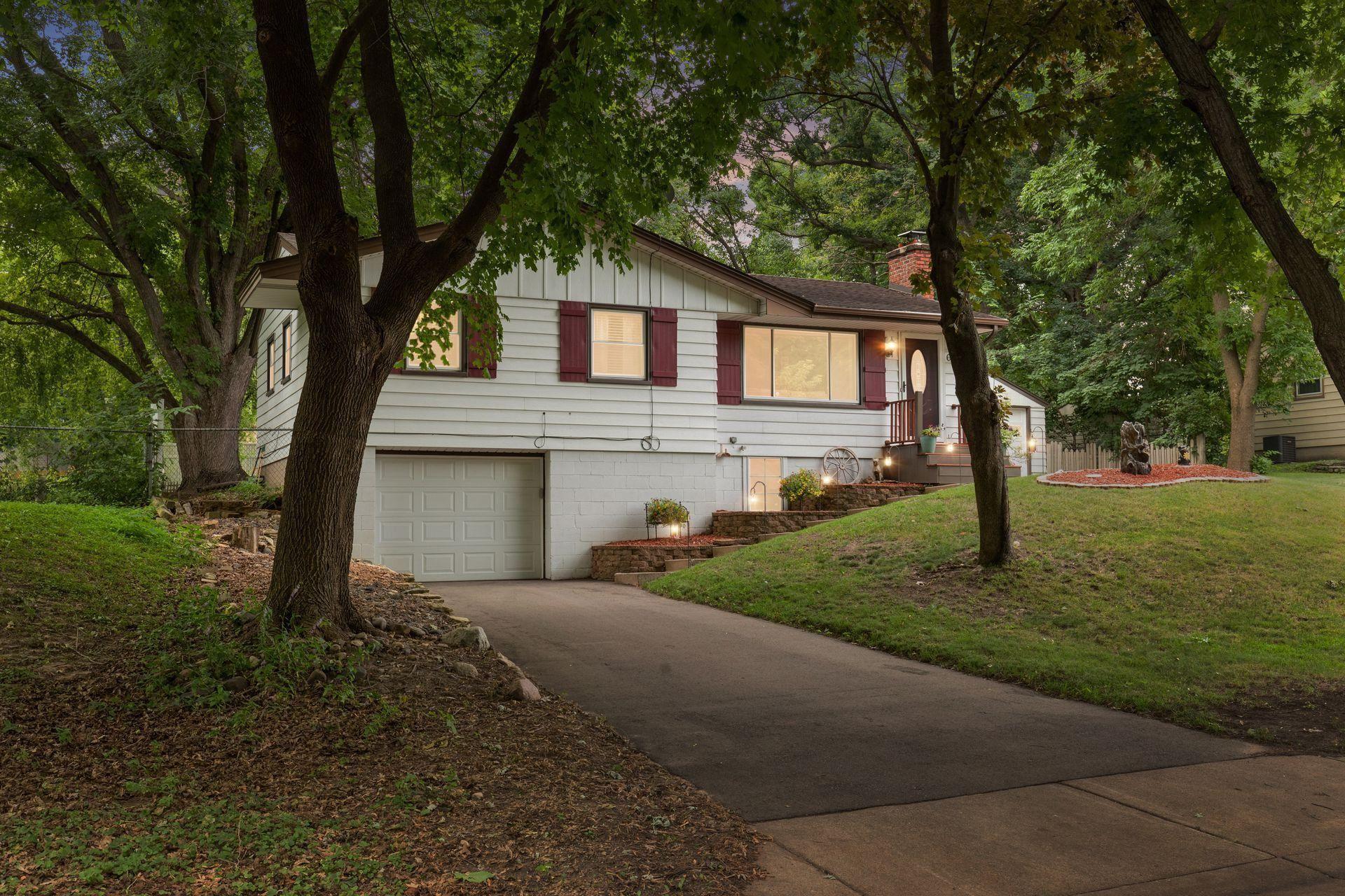 697 Esther Lane, Woodbury, MN 55125 - MLS#: 5625385