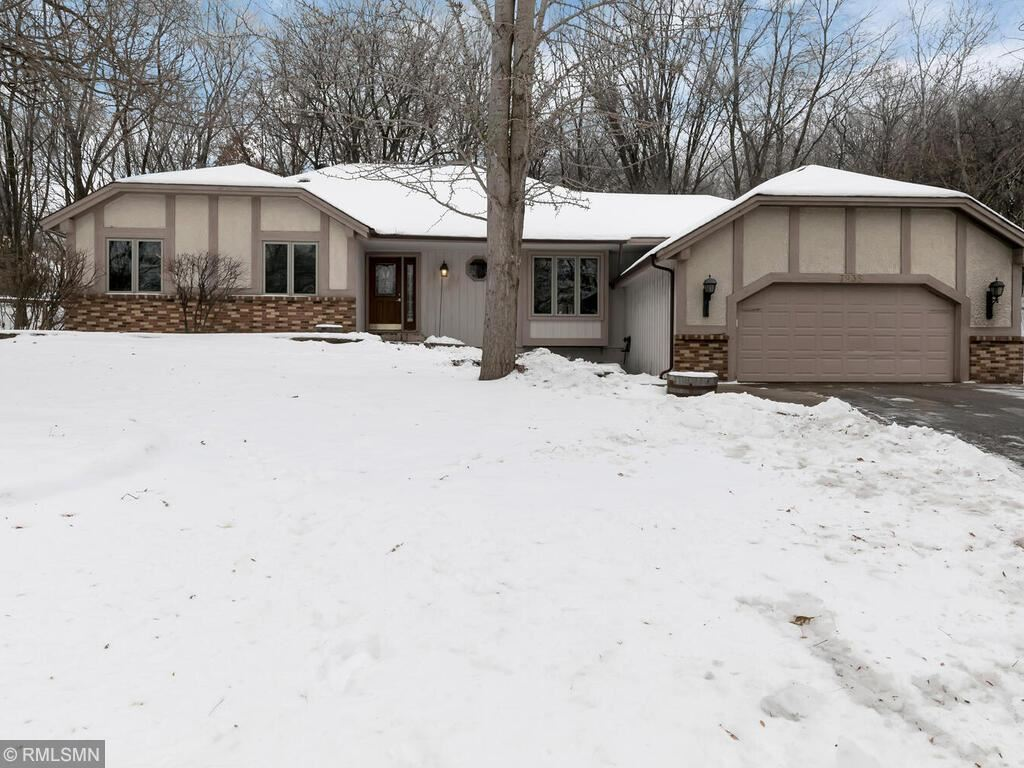 Photo of 7935 Upper 139th Court, Apple Valley, MN 55124 (MLS # 5700386)