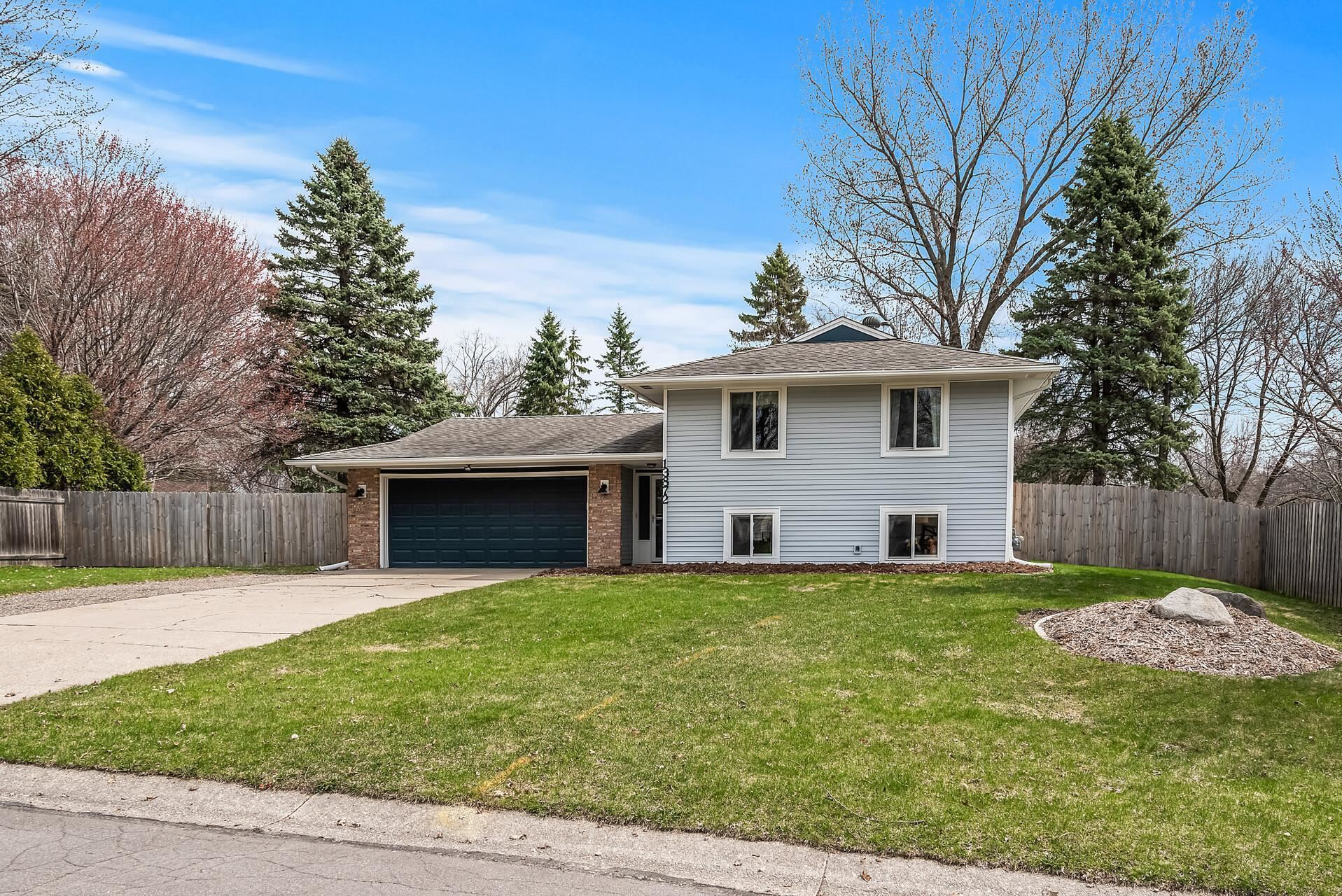 Photo of 13872 Gladiola Way, Apple Valley, MN 55124 (MLS # 5737533)