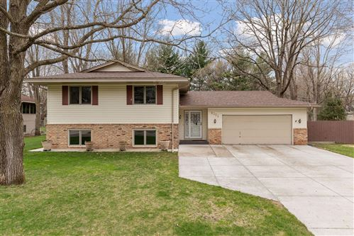 Photo of 8322 Knollwood Drive, Mounds View, MN 55112 (MLS # 5741541)