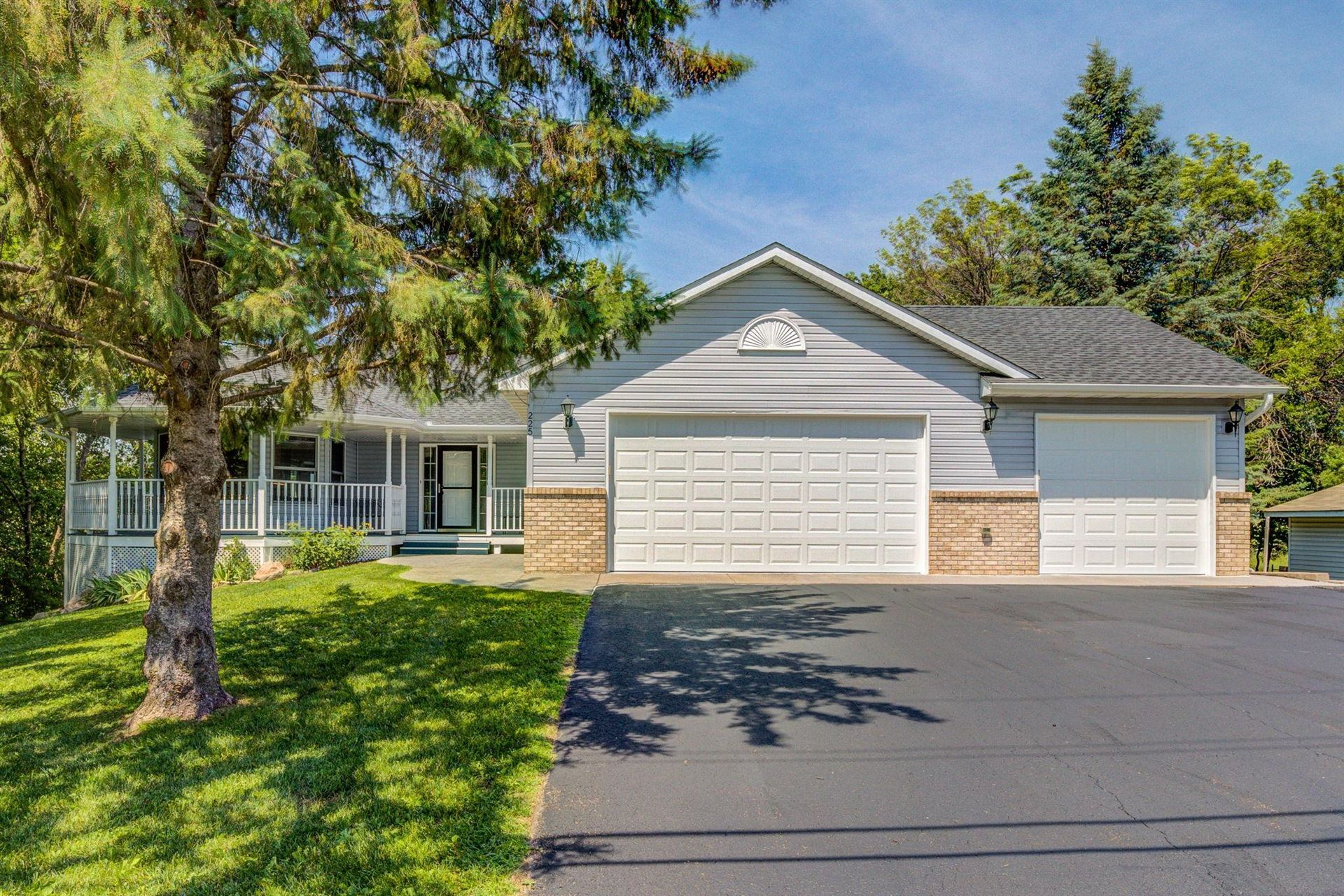 225 Sherwood Road, Shoreview, MN 55126 - #: 5613641