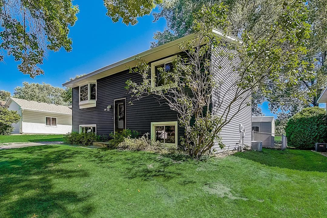 Photo of 10431 Palm Street NW, Coon Rapids, MN 55433 (MLS # 6105648)