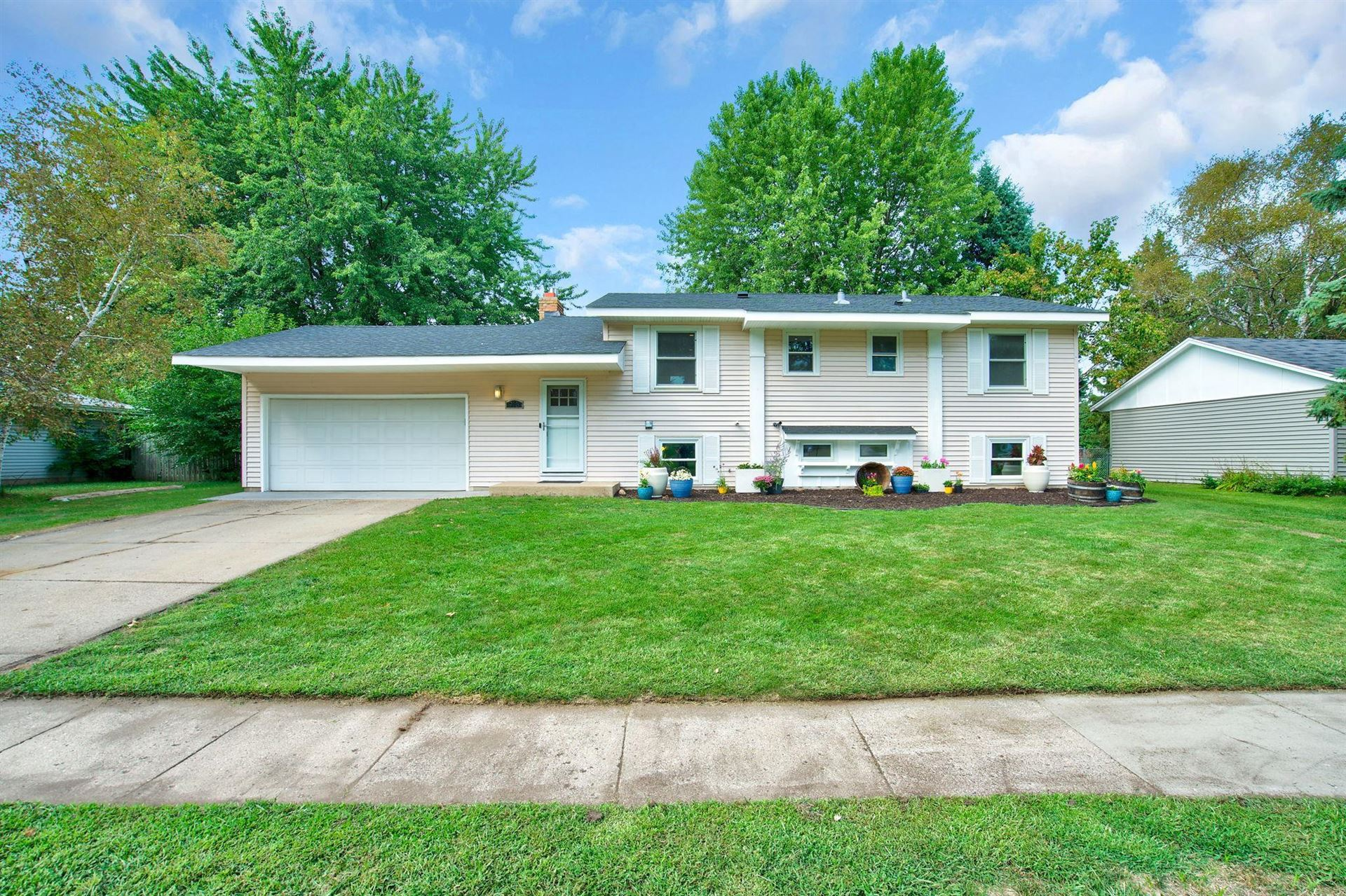 913 Whitney Drive, Apple Valley, MN 55124 - MLS#: 5646748