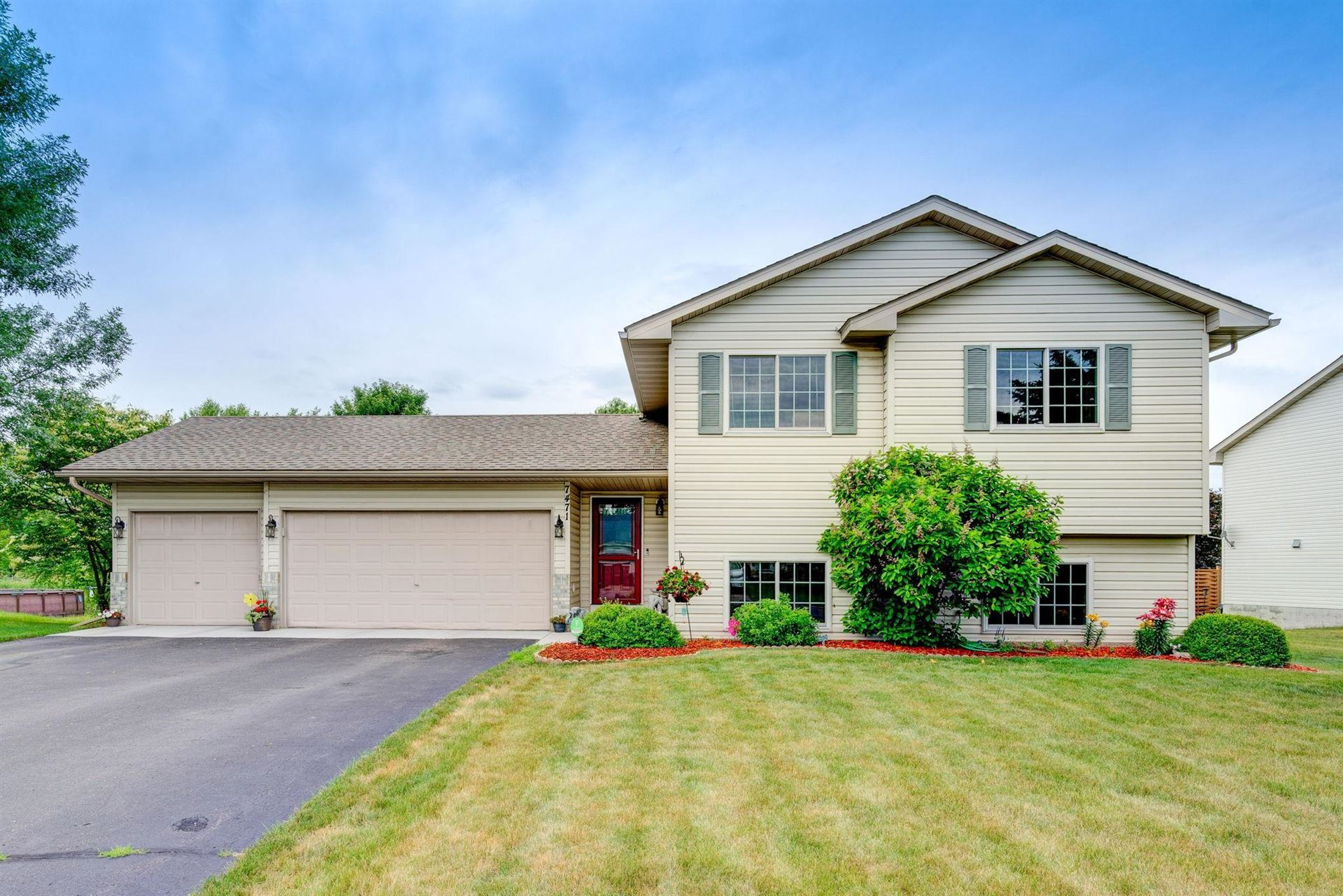 Photo for 7471 Wellington Drive, North Branch, MN 55056 (MLS # 5613750)