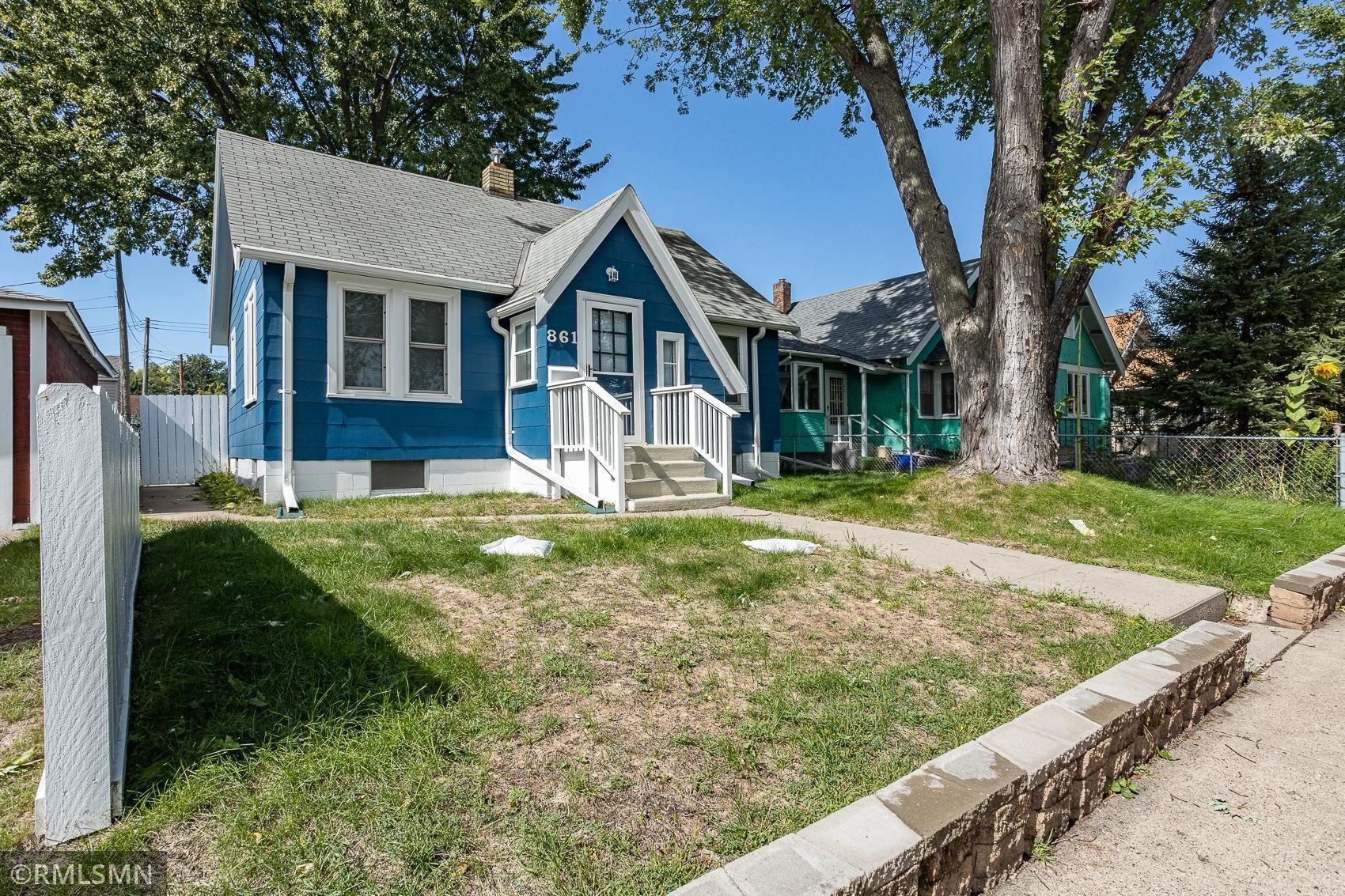 Photo of 861 Hamline Avenue N, Saint Paul, MN 55104 (MLS # 6102846)