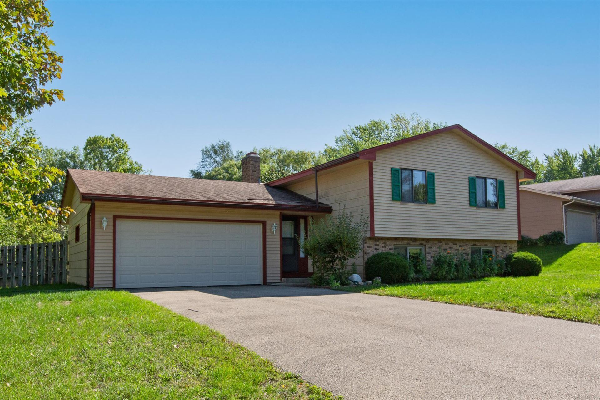 Photo of 16814 Glencoe Avenue, Lakeville, MN 55044 (MLS # 6103861)