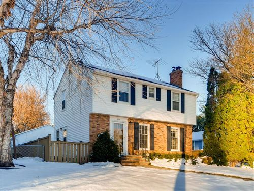 Photo of 1501 Highland Parkway, Saint Paul, MN 55116 (MLS # 5331950)