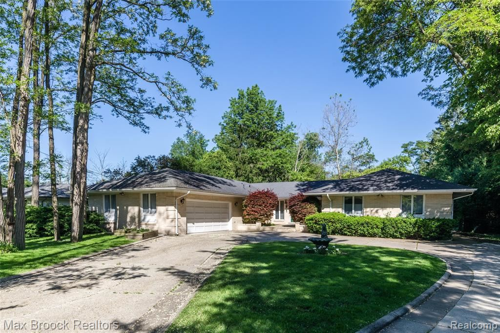 Photo for 587 E LONG LAKE RD, Bloomfield Hills, MI 48304-2333 (MLS # 21623007)