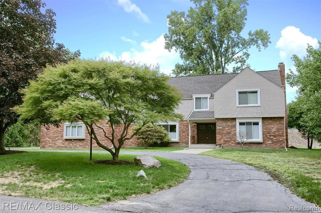 Photo for 7415 WING LAKE RD, Bloomfield Hills, MI 48301-3776 (MLS # 40113017)