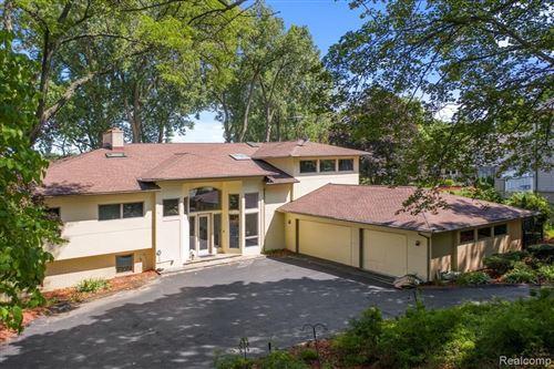 Photo of 6091 FRANKLIN RD, Bloomfield Hills, MI 48301-1555 (MLS # 40235029)