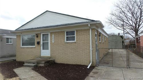 Photo of 23037 ALMOND AVE, Eastpointe, MI 48021-1904 (MLS # 40006038)
