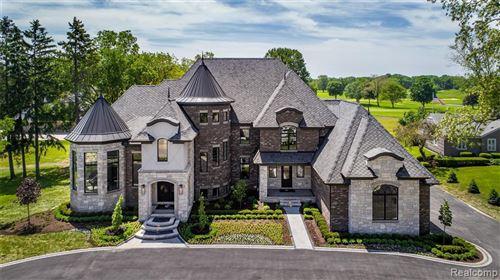 Photo of 3755 W MAPLE RD, Bloomfield Hills, MI 48301-3217 (MLS # 40049038)
