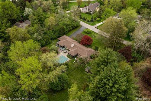 Photo of 6161 OLD ORCHARD DR, Bloomfield Hills, MI 48301-1472 (MLS # 40172040)