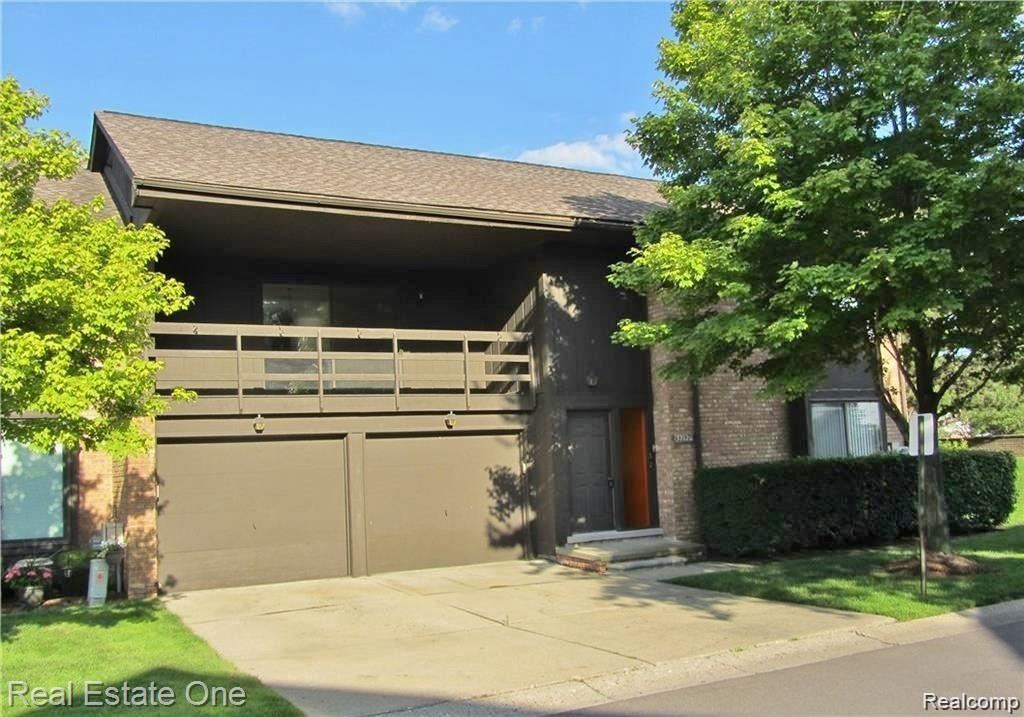 37120 CLUBHOUSE DR # 32, Sterling Heights, MI 48312-2235 - MLS#: 40093042