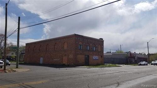 Photo of 15707 W WARREN AVE, Detroit, MI 48228-3735 (MLS # 40186048)