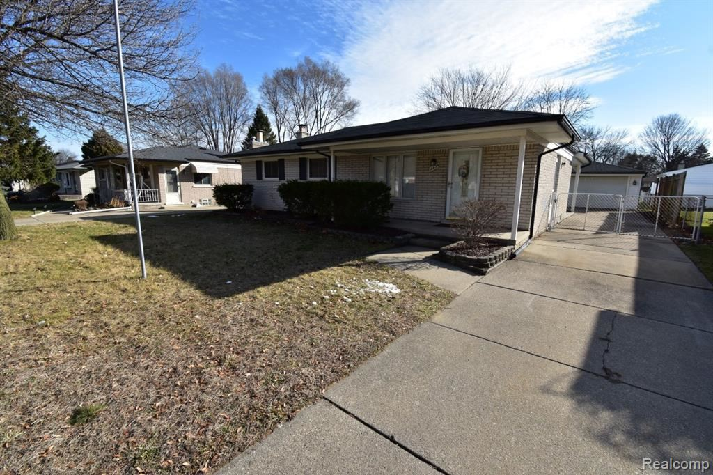 Photo of 14434 CORNELL DR, Sterling Heights, MI 48313-3628 (MLS # 40029048)