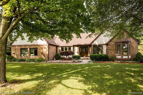 Photo of 2729 IRIS LN, Hartland, MI 48353-3035 (MLS # 40085056)
