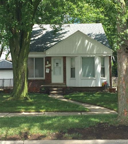 Photo of 20855 LENNON ST, Harper Woods, MI 48225-1418 (MLS # 40072060)