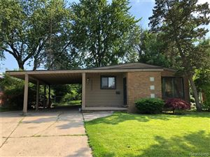 Photo of 23000 SAINT JOAN ST, Saint Clair Shores, MI 48080-3872 (MLS # 21622066)