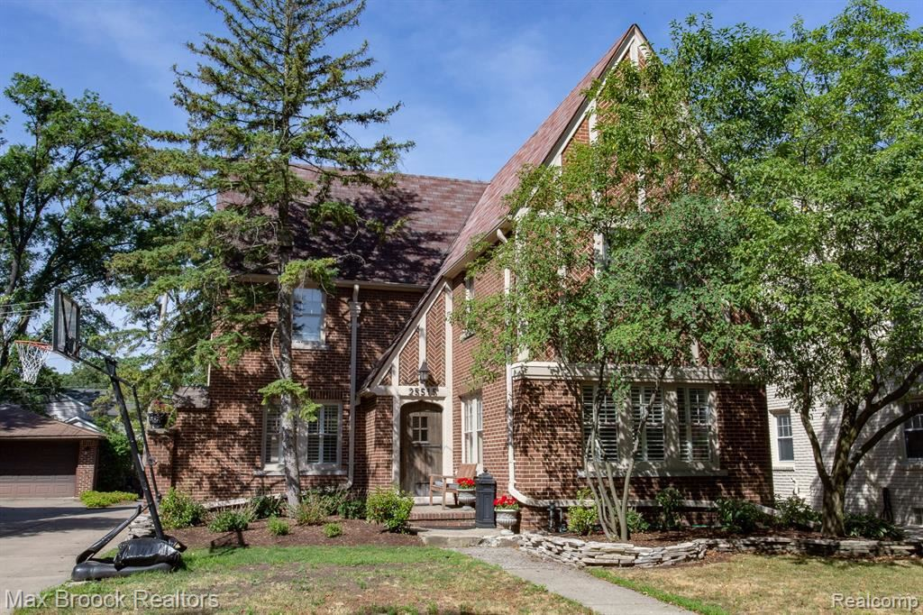 Photo for 25515 YORK RD, Royal Oak, MI 48067-3057 (MLS # 40072066)