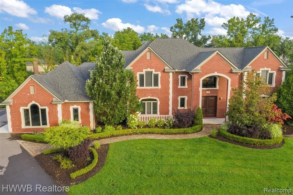Photo for 1346 N CARILLON CRT, Bloomfield Township, MI 48302-1907 (MLS # 40223069)