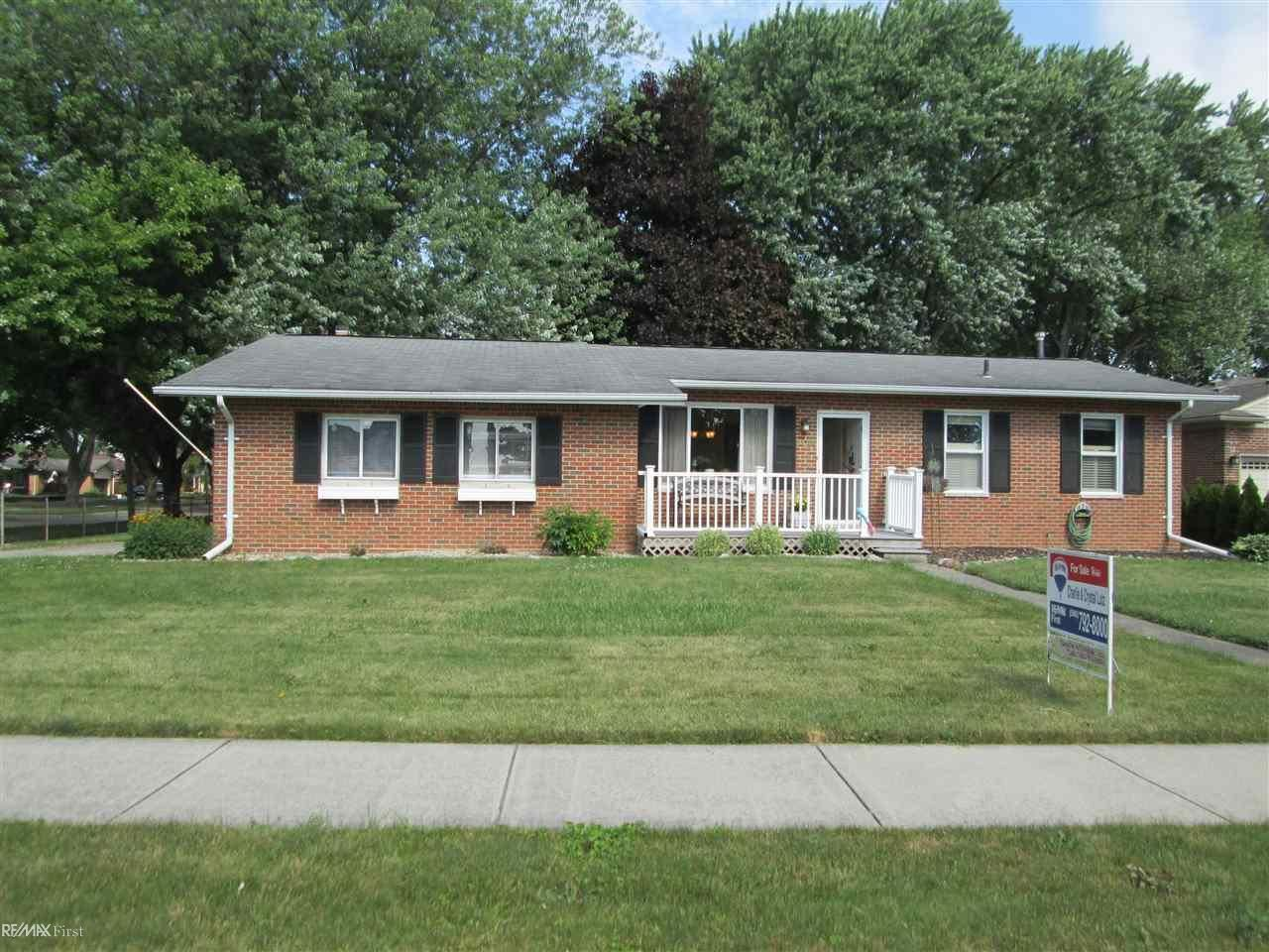 34101 Jefferson, Saint Clair Shores, MI 48082 - #: 50017083