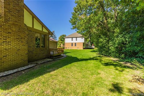 Tiny photo for 3227 TWIN POND CRT, Bloomfield Township, MI 48304 (MLS # 40242109)