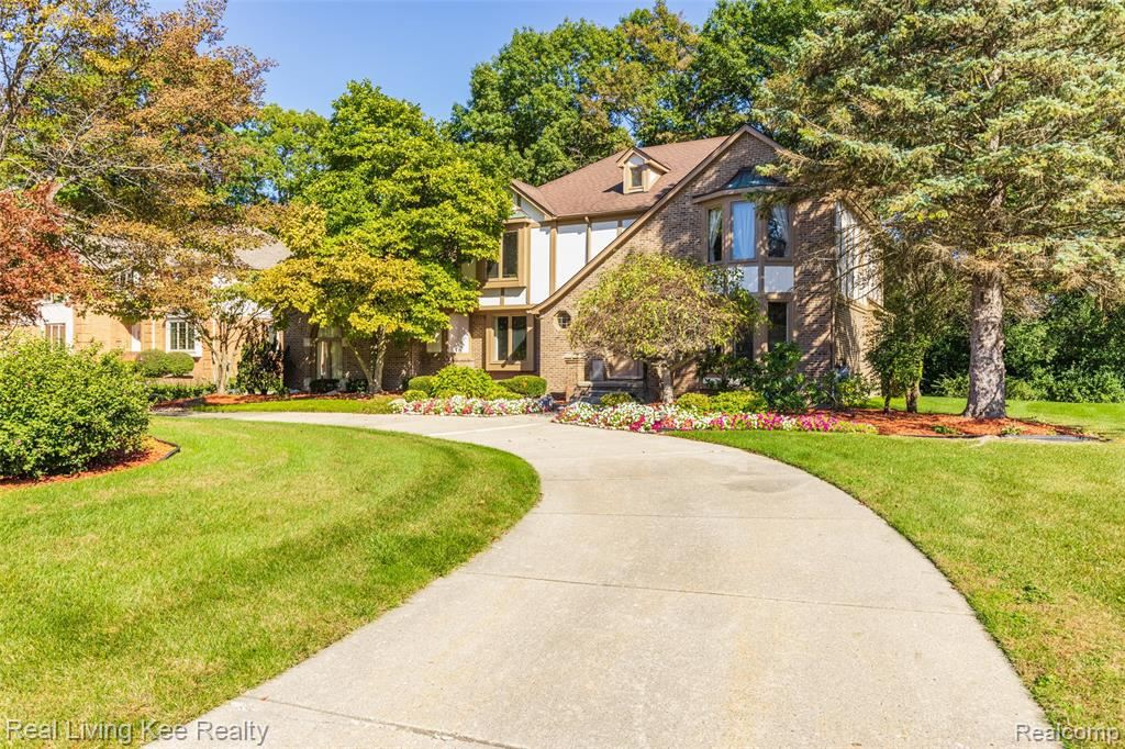 Photo for 3227 TWIN POND CRT, Bloomfield Township, MI 48304 (MLS # 40242109)