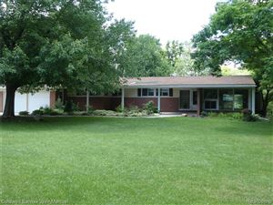 Photo of 1000 JOANNE CRT, Bloomfield Township, MI 48302-2417 (MLS # 21622112)