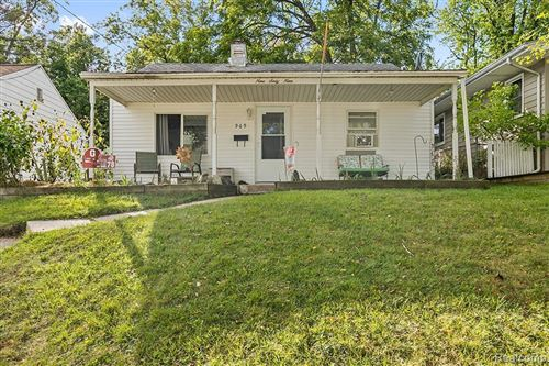 Photo of 969 FREDERICK AVE NW, Grand Rapids, MI 49504-4095 (MLS # 40237119)