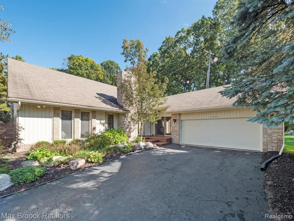 Photo for 4792 APPLE GROVE CRT, Bloomfield Hills, MI 48301-1335 (MLS # 40245132)