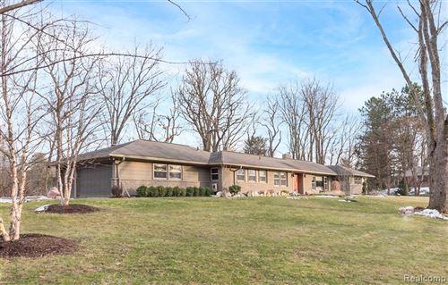 Photo of 6081 EASTMOOR RD, Bloomfield Hills, MI 48301-1441 (MLS # 40138150)