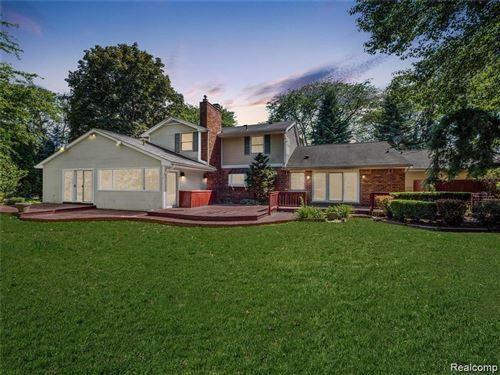 Photo of 3837 TOP VIEW CRT, Bloomfield Hills, MI 48304-3157 (MLS # 40137154)
