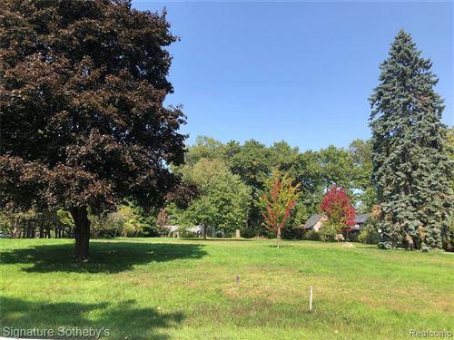 Photo of 3868 LINCOLN RD, Bloomfield Hills, MI 48301-3961 (MLS # 40126165)