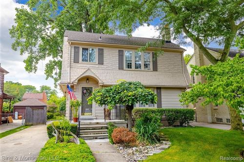 Photo of 973 LINCOLN RD, Grosse Pointe, MI 48230-1207 (MLS # 40209165)