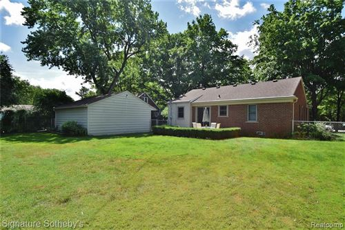 Tiny photo for 17190 BEVERLY RD, Beverly Hills, MI 48025-5538 (MLS # 40191166)