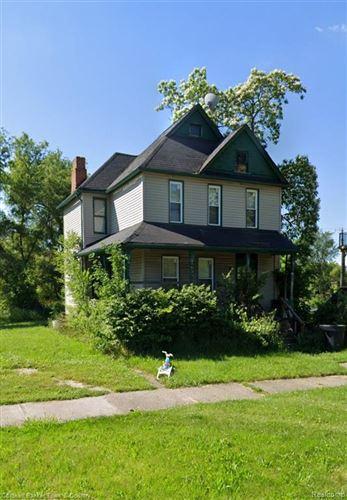 Photo of 324 BETHUNE ST, Detroit, MI 48202 (MLS # 40244177)