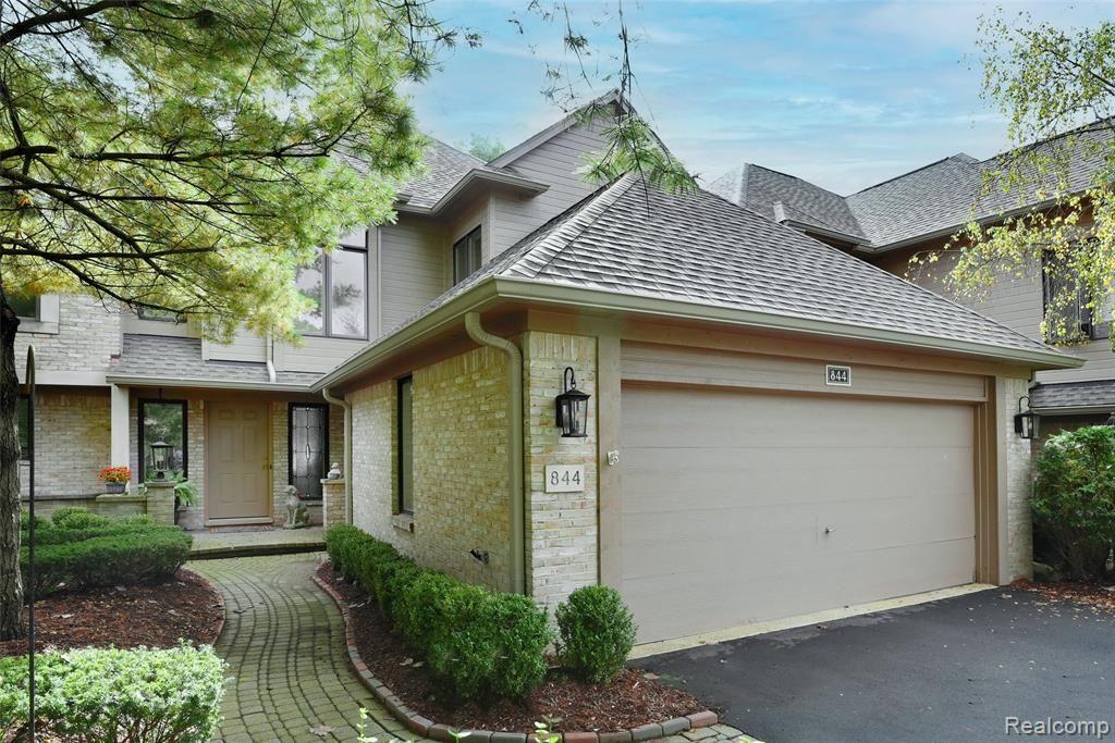 Photo for 844 ADAMS CRT, Bloomfield Hills, MI 48304-3703 (MLS # 40245182)