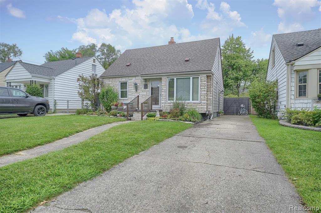 Photo for 121 E WEBSTER RD, Royal Oak, MI 48073-3437 (MLS # 40245191)