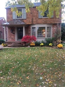 Photo of 1374 HOLLYWOOD AVE, Grosse Pointe Woods, MI 48236-1308 (MLS # 21524194)