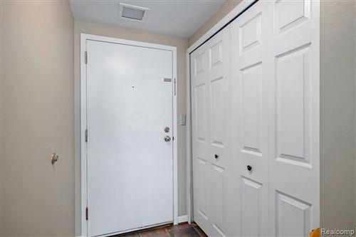 Tiny photo for 250 E HARBORTOWN DR #1302/136, Detroit, MI 48207-5000 (MLS # 40245199)