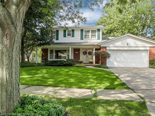 Photo of 19805 EDSHIRE LN, Grosse Pointe Woods, MI 48236-2714 (MLS # 40016202)