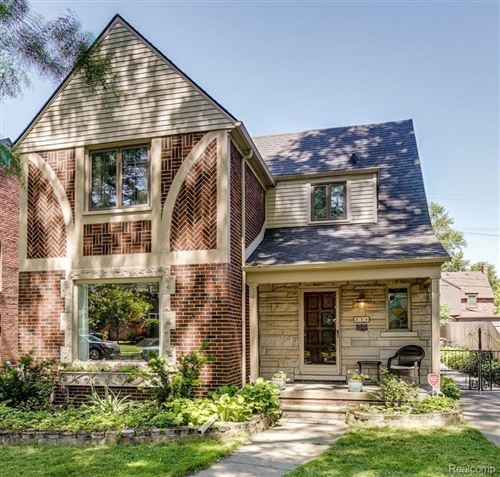 Photo of 274 MCKINLEY AVE, Grosse Pointe Farms, MI 48236-3460 (MLS # 40073211)