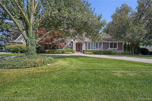 Photo of 6323 THURBER RD, Bloomfield Hills, MI 48301-1526 (MLS # 40237212)