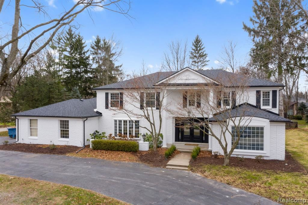 Photo for 4397 STONY RIVER DR, Bloomfield Hills, MI 48301-3652 (MLS # 40136229)