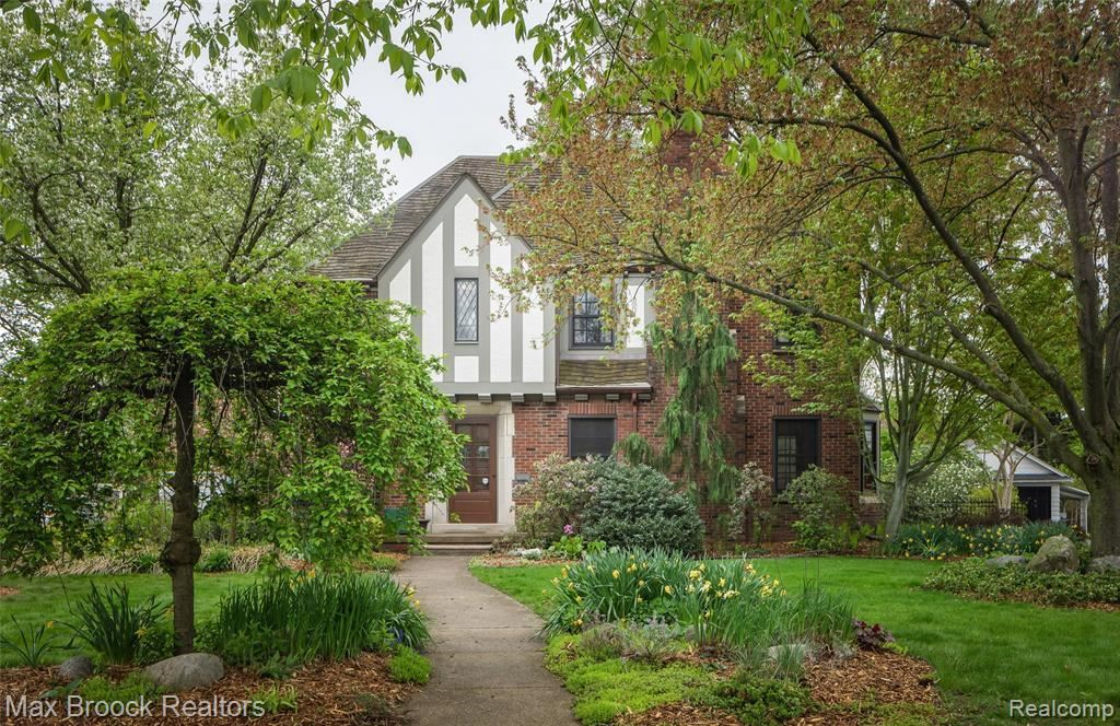 Photo for 19 ELM PARK BLVD, Pleasant Ridge, MI 48069-1106 (MLS # 21641232)