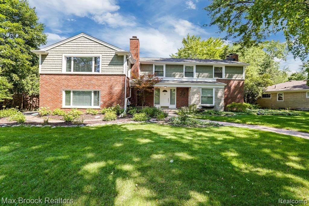 Photo for 19660 WARWICK ST, Beverly Hills, MI 48025-3932 (MLS # 40100241)