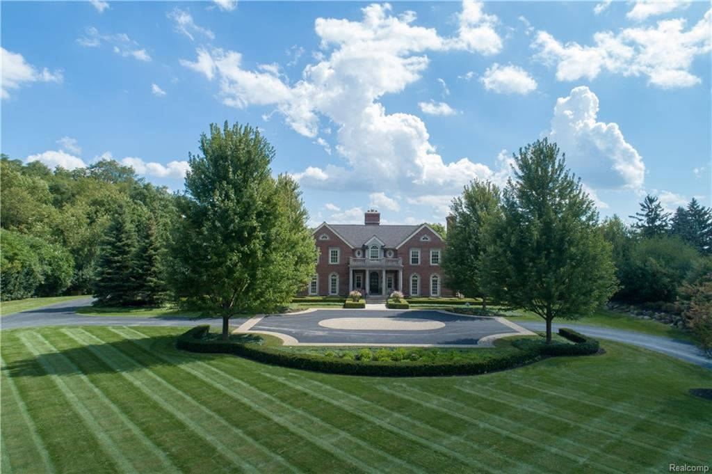Photo for 6855 COLBY LN, Bloomfield Hills, MI 48301-2950 (MLS # 21578252)